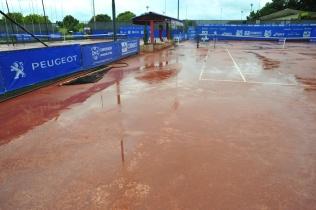Quadras molhadas no inicio dessa sexta. Circuito Nacional Correios Infanto Juvenil. Brasilia/DF, Brasil 09/11/2012. Foto: Saulo Cruz / Fotoarena