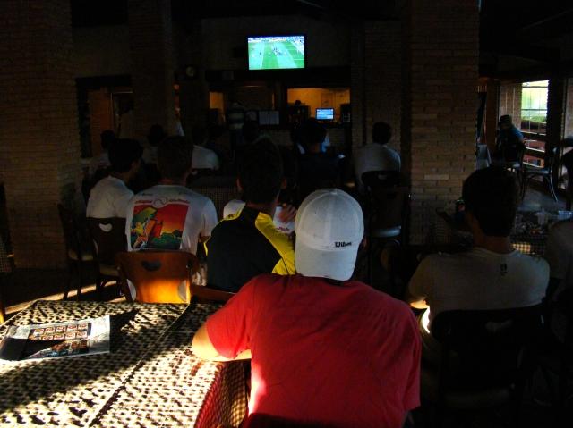 Tenistas assistem à final do Campeonato Paulista de futebol. Crédito: Rubens Lisboa/CBT
