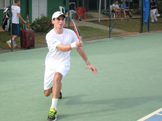 Arion Reis venceu sua partida de estreia na categoria 16 anos em Manaus. Crédito: Rubens Lisboa/CBT