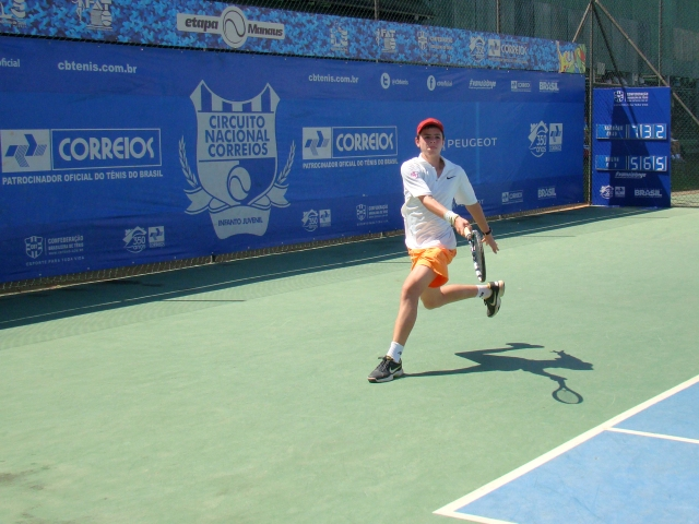 Renato Lima avançou na categoria 16 anos masculino. Crédito: Rubens Lisboa/CBT