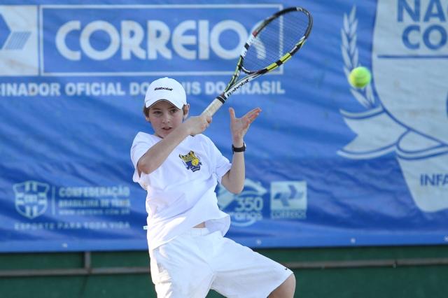 Eric Oncins venceu duas partidas de duplas com Tiago Clemente em Brasília. Crédito: Anderson Pinheiro
