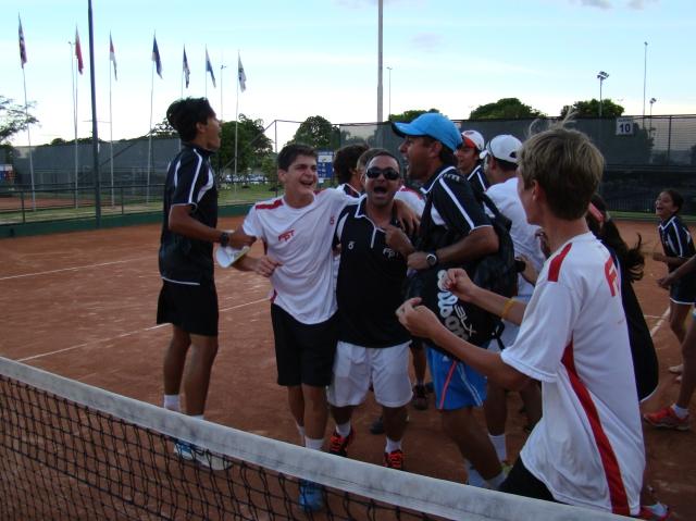 Delegação do Paraná festeja vitória de Thiago Wild