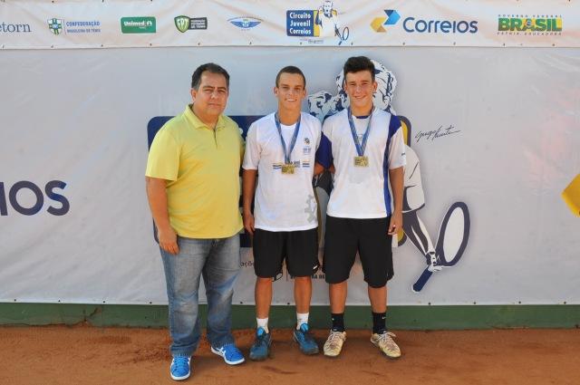 Jesus Tajra (vice-presidente da CBT), Armando Ferreira e João Giannella Crédito: Rubens Lisboa