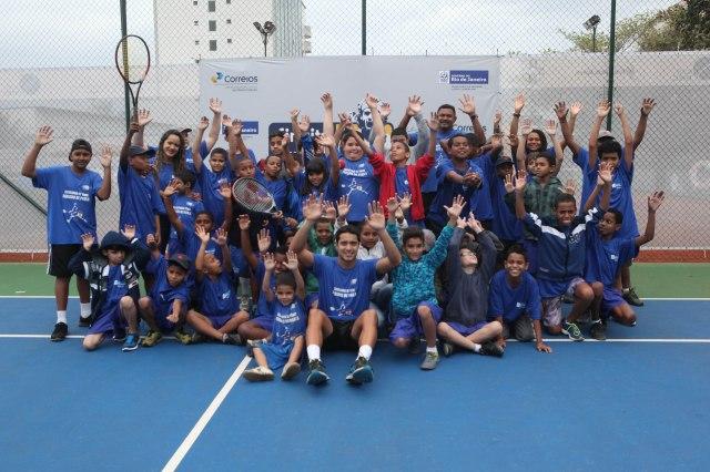 Crianças da Escolinha Fabiano de Paula fizeram atividades de tênis na Tennis Route Crédito: Christian Rodrigues