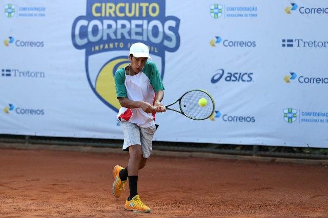 Eduardo Almeida furou o quali e joga a chave principal no Curitibano Crédito: Cristiano Andujar/CBT